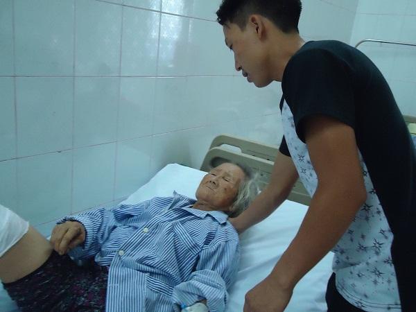 lũ quét, mẹ già bỏng nặng, hoàn cảnh khó khăn