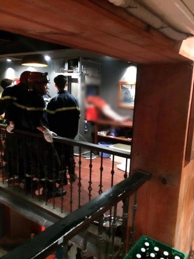 thanh niên kẹt đầu trong thang máy, kẹt đầu trong thang máy tại hà nội, thanh niên 19 tuổi kẹt đầu trong thang máy