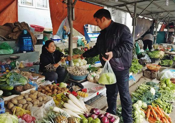 Rét đậm, rau xanh tăng giá cắt cổ, người dân không dám mua