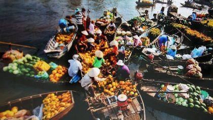 Hoa quả tươi ở chợ nổi Cái Răng