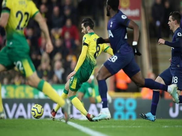 Tottenham giảm sút, hòa đội bét bảng