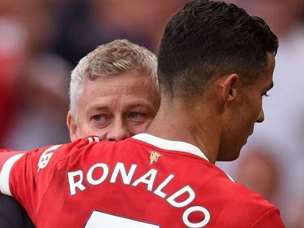 Tin MU 24/9: Ronaldo có thể thay thế Solskjaer
